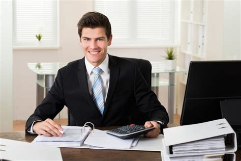 The meaning and symbolism of the word - «Accountant»